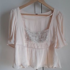 Gorgeous delicate top. NWT